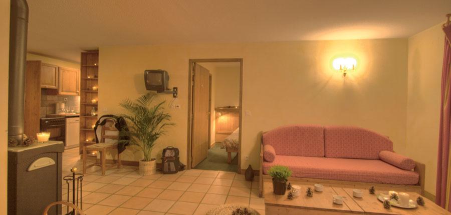 France_La-Plagne_Balcons-de-Belle-Plagne-Apartments_Lounge-area-kitchen.jpg